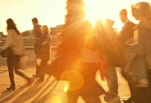 Mensen in oranje gloe 111972116142